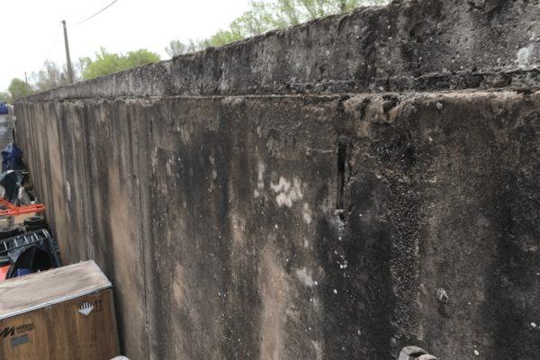 Muro di cinta degradato